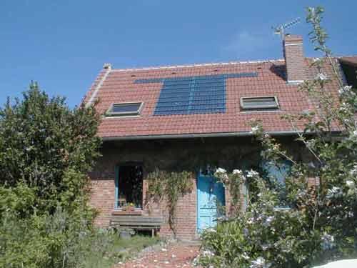 la petite maison photovoltaique dans le prairie